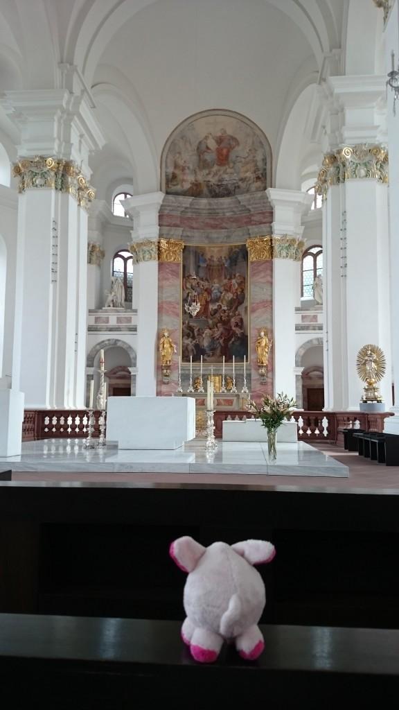 Schon wieder eine Kirche, diese aber von einem Herren mit dem Namen Ignatius. Rosa will übrigens katholisch werden, hat sie mir verraten.