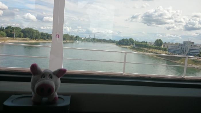 Es ging über Papa Rhein zu einer seeeeeeeehr schönen Stadt ...