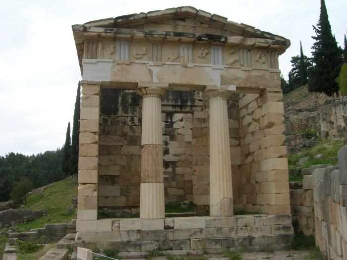 temple-of-delphi-1545910_1920